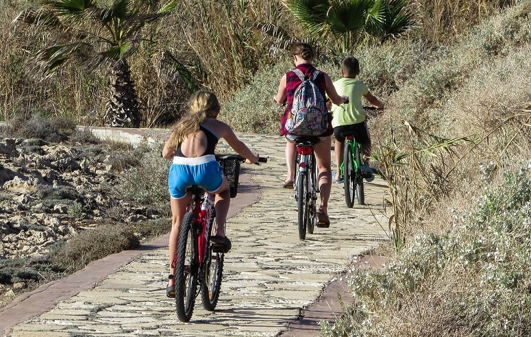 mom motivate your kids to ride with cycling together